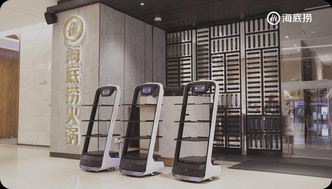 食品配送ロボット BellaBot および片付けロボット HolaBot を発表; 2,000のパートナーと協力して5,000台のロボットを販売; 米国 CES で新製品 HoloBot(ビル配送ロボット)を発表